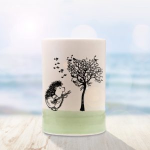 Another Darn tumbler with a cute drawing. This time it's a hedgehog trying to teach the birds to sing in perfect harmony. Green accent color.